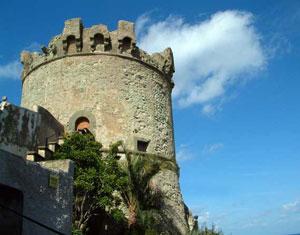 Ischia - Domani al Torrione di Forio si apre la mostra personale di Paolo May