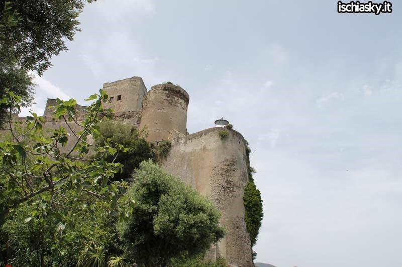 Il Castello invita gli ischitani
